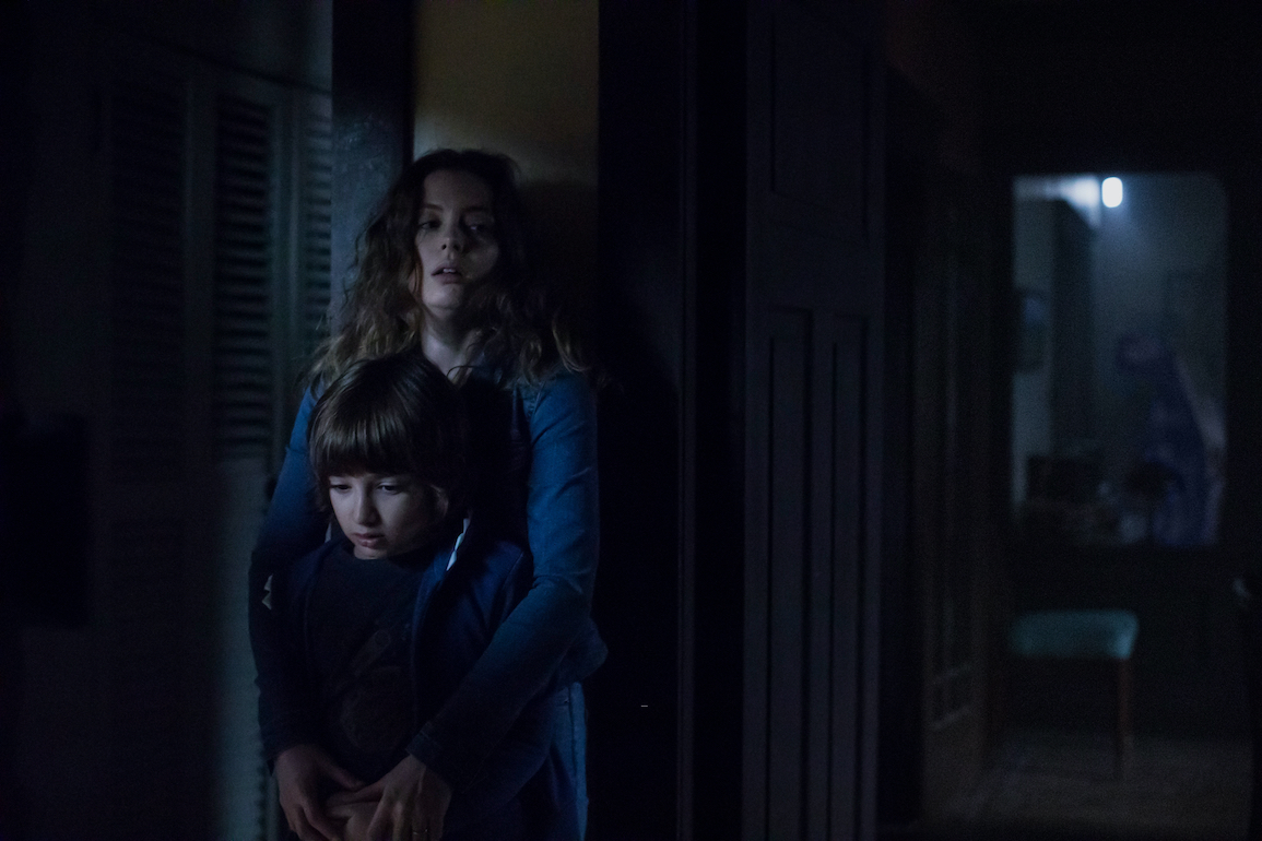 """Azhy Robertson (left) stars as """"Oliver"""" and Gillian Jacobs (right) stars as """"Sarah"""" in writer/director Jacob Chase's COME PLAY, a Focus Features release. Credit : Jasper Savage / Amblin Partners / Focus Features"""